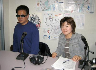 パーソナリティの笹岡和泉と、助っ人の堀内佳さんです。